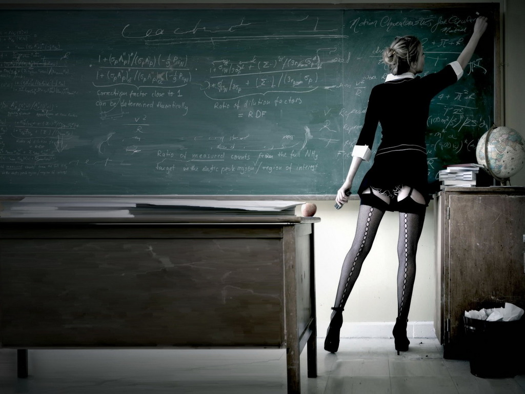 училку в платье на столе